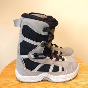 LAMAR AKA linerless junior kids youth snowboard boots size 3 excellent condition